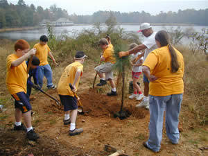 2005PlantingTrees_scouts_medium.jpg (300x225)px