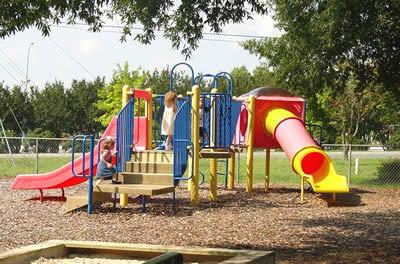 Preschool__2006018playground_medium.jpg (400x264)px